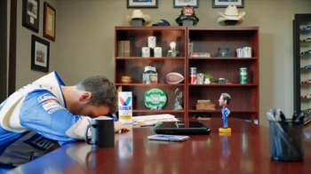 Valvoline TV Spot, 'Pit Pals: Staring Contest' Featuring Jimmie Johnson - Thumbnail 7