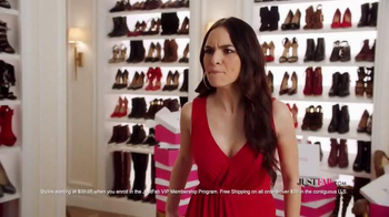 JustFab.com TV Spot, 'Shoes en Fuego' - Thumbnail 6