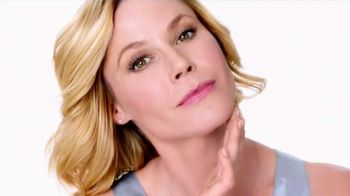 Neutrogena Rapid Wrinkle Repair TV Spot, 'No Hurry' Featuring Julie Bowen