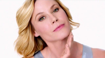 Neutrogena Rapid Wrinkle Repair TV Spot, 'No Hurry' Featuring Julie Bowen - Thumbnail 6