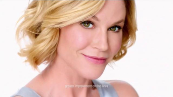 Neutrogena Rapid Wrinkle Repair TV Spot, 'No Hurry' Featuring Julie Bowen - Thumbnail 7