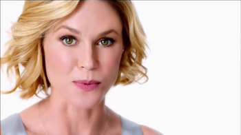 Neutrogena Rapid Wrinkle Repair TV Spot, 'No Hurry' Featuring Julie Bowen - Thumbnail 8