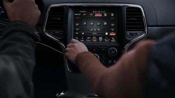 2016 Jeep Cherokee Latitude TV Spot, 'Emerald City: Landscape' - Thumbnail 5