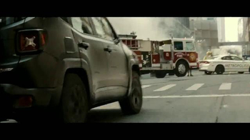 Jeep Renegade Special Edition TV Spot, 'Dawn of Justice: Into the Storm' - Thumbnail 4
