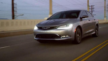 Chrysler TV Spot, 'sinfonía automotriz' cancion de BØRNS [Spanish] - Thumbnail 9