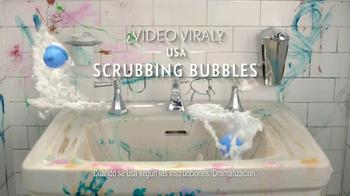 Scrubbing Bubbles Bathroom Cleaner TV Spot, 'Video viral' [Spanish] - Thumbnail 7