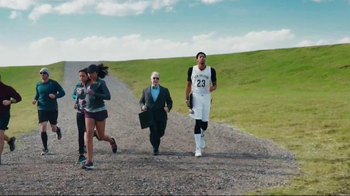H&R Block TV Spot, 'Jog Into Refund Season' Featuring Anthony Davis - Thumbnail 6