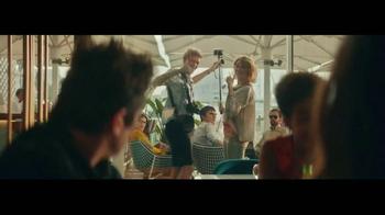 Heineken TV Spot, 'Famous' Featuring Benicio del Toro - Thumbnail 4