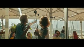Heineken TV Spot, 'Famous' Featuring Benicio del Toro - Thumbnail 6