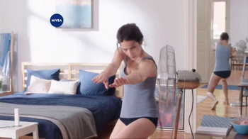 Nivea In-Shower Body Lotion  TV Spot, 'Fast Absorbing Moisturizer' - Thumbnail 2