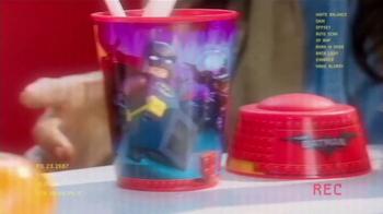 McDonald's Happy Meal TV Spot, 'The LEGO Batman Movie' [Spanish] - Thumbnail 2