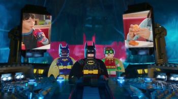 McDonald's Happy Meal TV Spot, 'The LEGO Batman Movie' [Spanish] - Thumbnail 8
