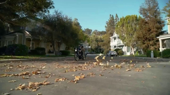 GEICO Motorcycle TV Spot, 'Neighborhood: Modern Text' - Thumbnail 4