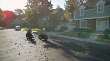 GEICO Motorcycle TV Spot, 'Neighborhood: Modern Text' - Thumbnail 8