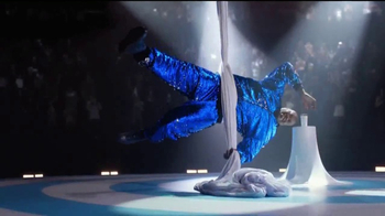 Oreo Dunk Challenge TV Spot, 'Shaquille O'Neal's Acrobat Skills' - Thumbnail 4