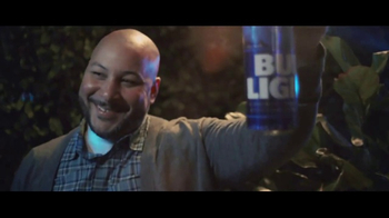Bud Light TV Spot, 'Tus amigos se convierten en familia' [Spanish] - Thumbnail 7