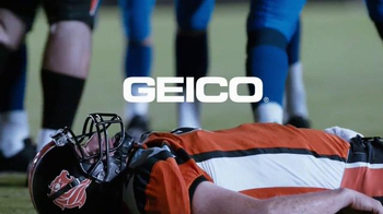 GEICO TV Spot, 'Aw Snap: Oddly Appropriate Segues' - Thumbnail 8