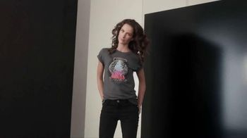 Olay Regenerist TV Spot, 'Your Concert Tee' Song by Deluka