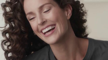 Olay Regenerist TV Spot, 'Your Concert Tee' Song by Deluka - Thumbnail 10