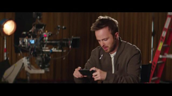 T-Mobile Binge On TV Spot, 'El uso de datos' con Aaron Paul [Spanish] - Thumbnail 4
