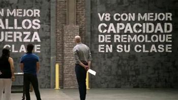 Chevrolet Silverado TV Spot, 'Mejor en su clase: Portones' [Spanish] - Thumbnail 5