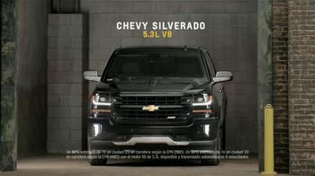 Chevrolet Silverado TV Spot, 'Mejor en su clase: Portones' [Spanish] - Thumbnail 8