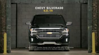 Chevrolet Silverado TV Spot, 'Mejor en su clase: Portones' [Spanish] - Thumbnail 9