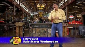 Bass Pro Shops Thanksgiving 5-Day Sale TV Spot, 'Shirts and Hoodies' - Thumbnail 6