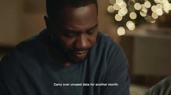 Verizon TV Spot, 'Holiday Wrapping: Best Smartphones Free' - Thumbnail 4