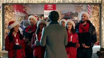 Toyota Toyotathon TV Spot, 'Cantantes de villancicos' [Spanish] - Thumbnail 3