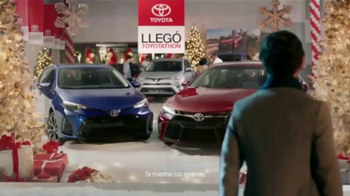 Toyota Toyotathon TV Spot, 'Cantantes de villancicos' [Spanish] - Thumbnail 4