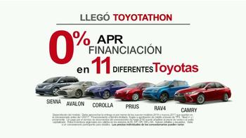 Toyota Toyotathon TV Spot, 'Cantantes de villancicos' [Spanish] - Thumbnail 6