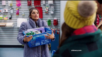 Old Navy TV Spot, 'Ex novio: 75 por ciento' con Diane Guerrero [Spanish] - Thumbnail 6
