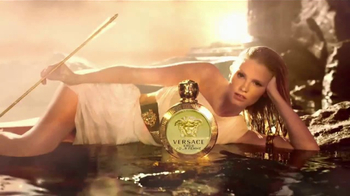Versace Eros TV Spot, 'Holiday Gift Set' - Thumbnail 5