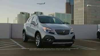 Buick Celebra la Temporada TV Spot, '2016 Encore' [Spanish] - Thumbnail 4
