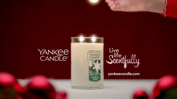 Yankee Candle TV Spot, 'Holidays: Free Votive Candle' - Thumbnail 10