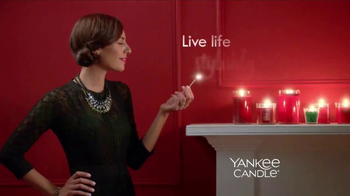 Yankee Candle TV Spot, 'Holidays: Free Votive Candle' - Thumbnail 3