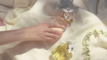 Marc Jacobs Fragrances TV Spot, 'Daisy Trio' Song By CHVRCHES - Thumbnail 4
