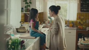 Hallmark Signature TV Spot, 'No Ordinary Mom' - Thumbnail 3