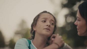 Hallmark Signature TV Spot, 'No Ordinary Mom' - Thumbnail 4