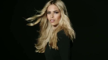 L'Oreal Feria Rebel Chic Collection TV Spot, 'Lights in the Dark' - Thumbnail 5