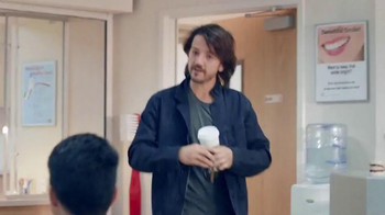 Verizon TV Spot, 'Una mejor red explicada por Diego Luna 2' [Spanish] - Thumbnail 3