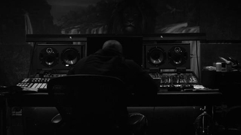 Apple Music TV Spot, 'Drake: VIEWS' - Thumbnail 5