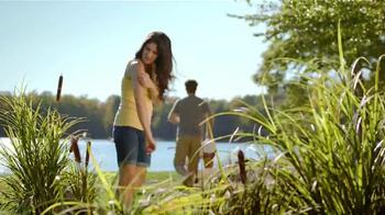 Cortizone 10 Intensive Healing Formula TV Spot, 'Por el lago' [Spanish] - Thumbnail 2