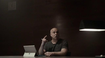 Microsoft Surface Pro 4 TV Spot, 'La artista forense' [Spanish] - Thumbnail 7