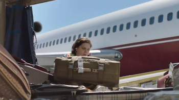 Time Warner Cable TV Spot, 'Changing for Good: Baggage Handler' - Thumbnail 4