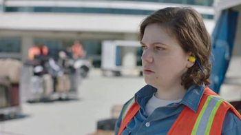 Time Warner Cable TV Spot, 'Changing for Good: Baggage Handler' - Thumbnail 3