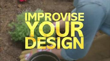 Miracle-Gro TV Spot, 'HGTV: Garden Ideas' - Thumbnail 4