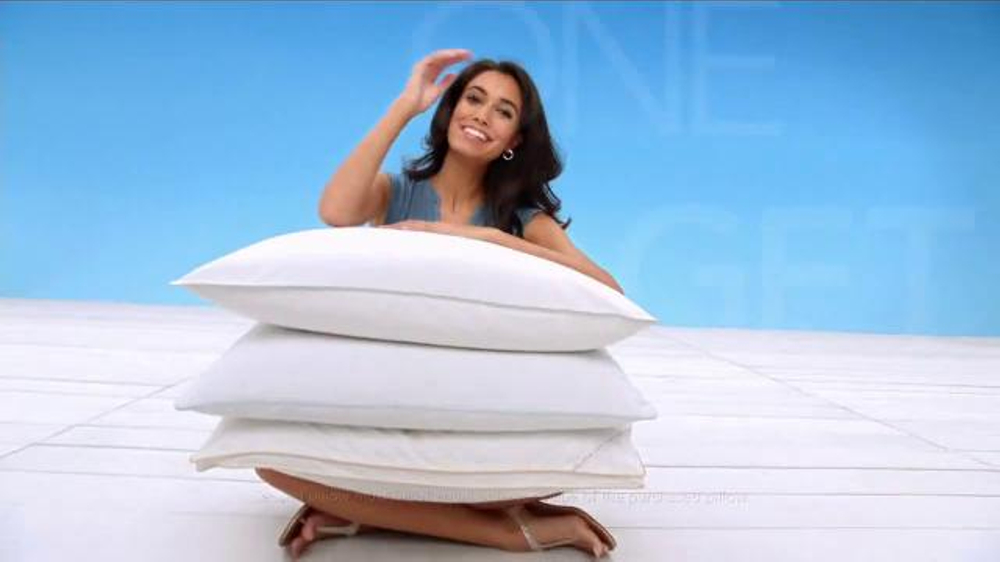 Macy's Memorial Day Home Sale TV Commercial, 'Luggage, Towels and Kitchen'