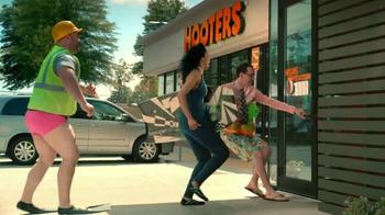 Hooters TV Spot, 'Beach Love' - Thumbnail 4